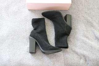 Lipstik sock boots