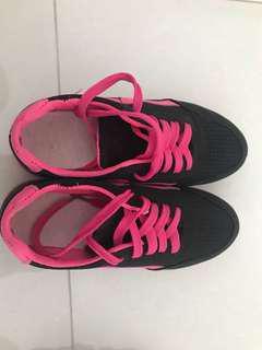 Sneaker sports shoe