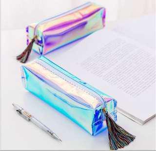 Tempat pensil hologram