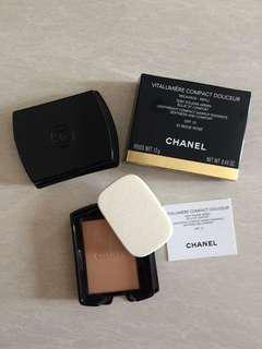 (NEW) Chanel Vitalumiere Compact Douceur compact powder refill
