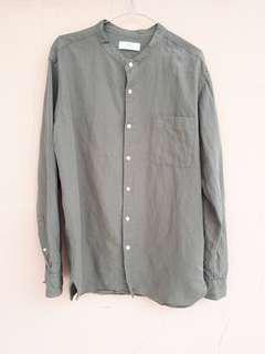 Uniqlo shirt linen kerah tegak. Murmer