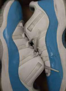 Jordan 11 low 北卡藍