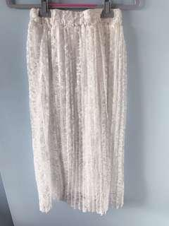 BRAND NEW White Lace Pleated Skirt
