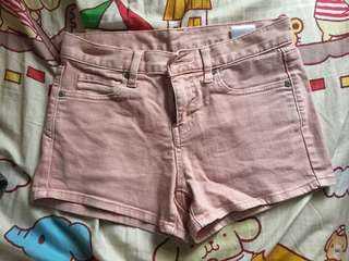 粉紅短牛仔褲