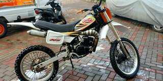 Motor Suzuki TS 125