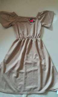 Off shoulder dress(light brown)