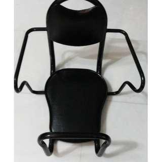 Rear child seat with brackets Like new condition