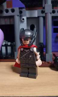 Lego thor from ragnorak movie - with helmet. Exclusive minifig from set 76084