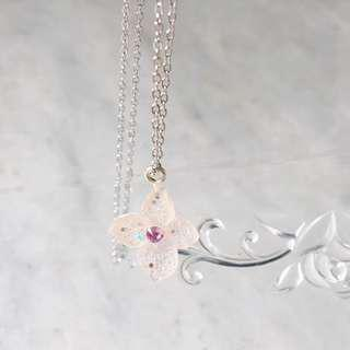 🚚 Real dried flowers coated with resin necklace
