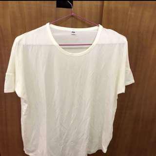 🚚 UNIQLO 米白短袖上衣