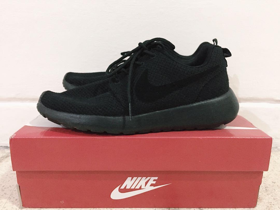 NIKE ROSHERUN FULLBLACK Fesyen Pria Sepatu Sneakers Di Carousell
