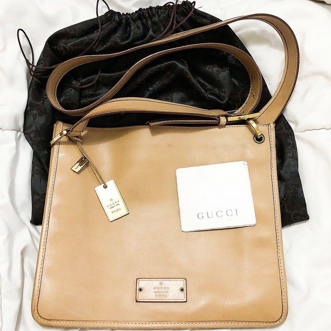 801762bfabb7 Preloved Vintage Gucci Leather Saddle Beige sling   shoulder bag ...