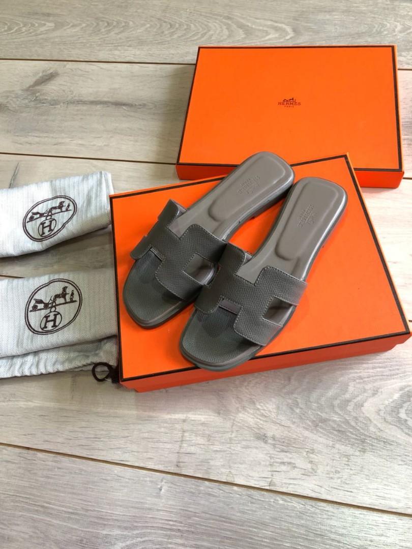 Sandal Hermes Epsom 908 MirrorQuality sz 35-40 Bahan CowLeather insole    size 35 22.5cm size 36 23cm size 37 23.5cm size 38  24cm size 39 24.5cm  size ... 112fc7e030