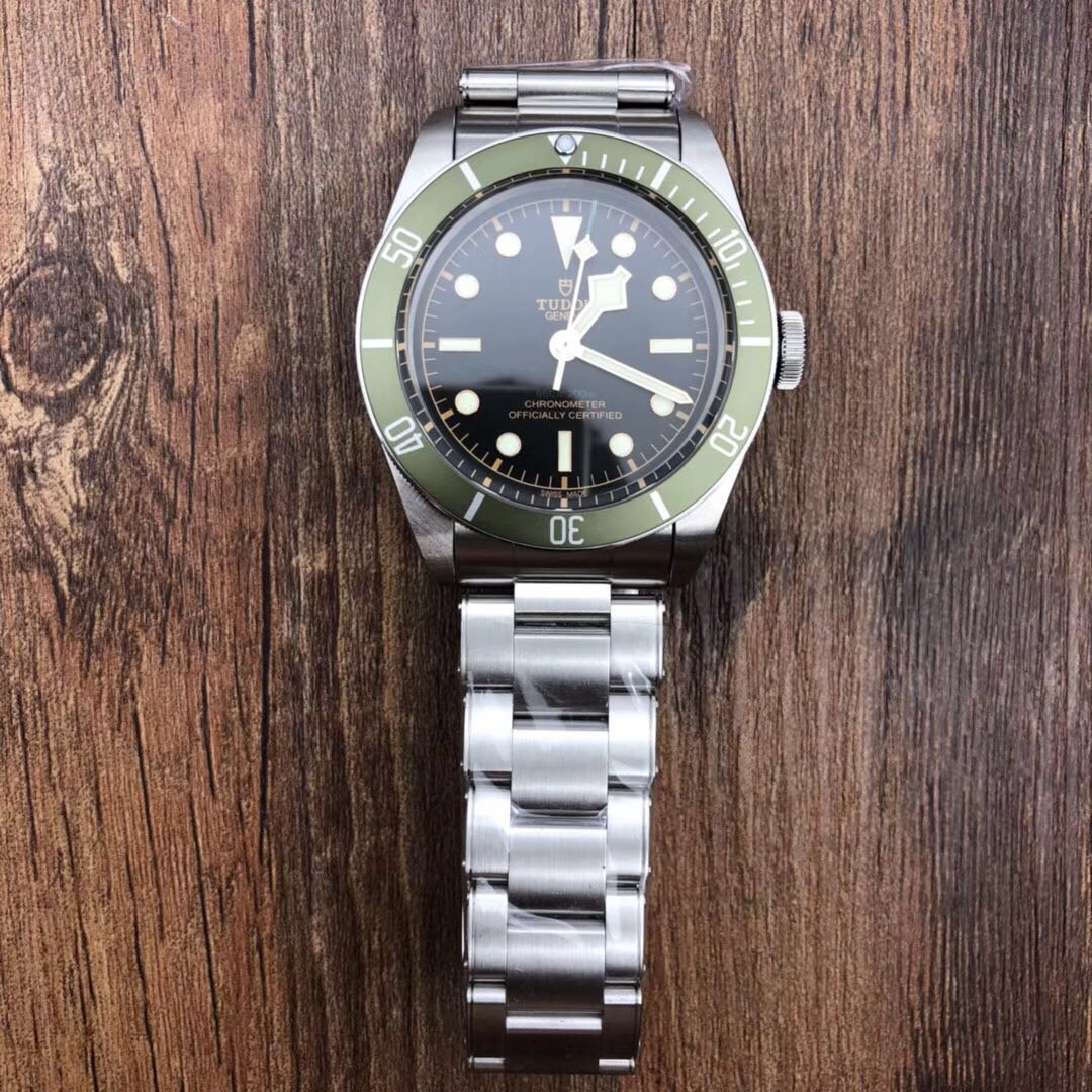 """d61c8976b24 Tudor Heritage Black Bay 2018 Stainless Steel """"Green"""" Exclusive to ..."""