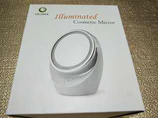 Makeup mirror with light and magnifying side