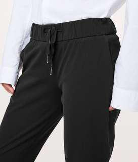 Lululemon On the Fly Pant (Black, size 4)