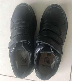 🚚 Clark's BNIB black shoes boys