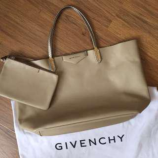 Very good condition, Givenchy Antigona Tote, full leather
