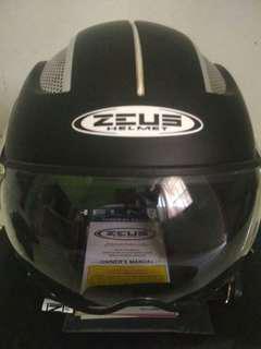 Helm Zeus 218 Like New
