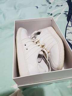 Orig K-Swiss sneakers in good condition.WomansUS6
