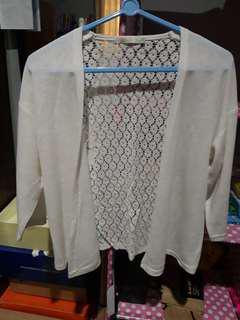 Outwear karsigan putih details