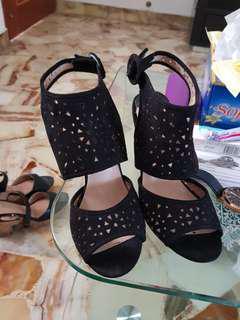 Black heels. Eu38