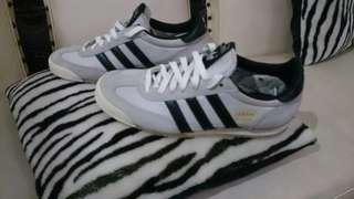 Adidas dragon white size 39 1/3. Very good condition