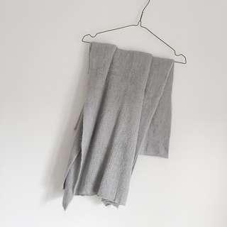 入秋必備 淺灰色保暖針織圍巾