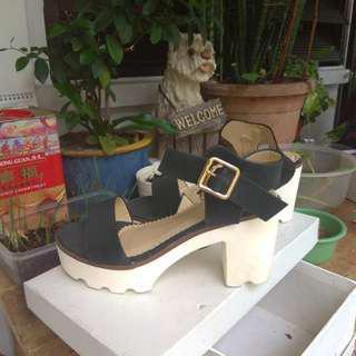 Platform shoes black white size 5