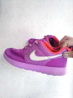 87bd541a17e Authentic Nike Roshe Run shoes