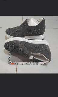 Wedges Grey