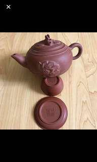 CLEARANCE SALES {Collectibles Item - Vintage 陶藝茶具} Lovely Vintage 中国宜兴 Teapot Set 紫砂茶具 Come With 4 Cups & 4 Saucer