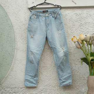Semi Garterized Ripped BF Jeans