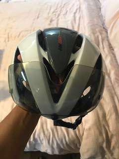 Kabuto R1 Aero Road bike helmet with visor