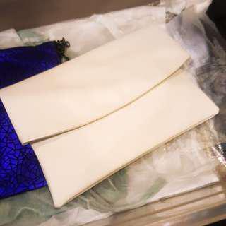 🚚 韓國帶回全新 白色折疊手拿包 肩背包 側背包