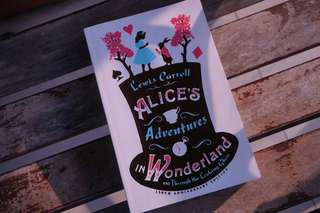 buku alice in wonderland / English