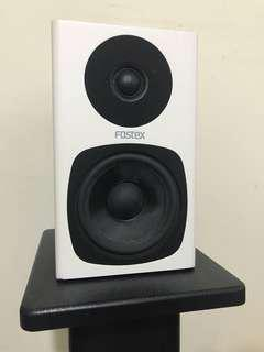 Fostex studio monitors 1 pair