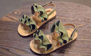 Instock girls suede sandals (size 22)