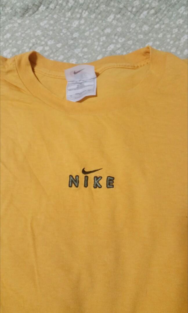 Vintage Nike Logo Tee, Women's Fashion