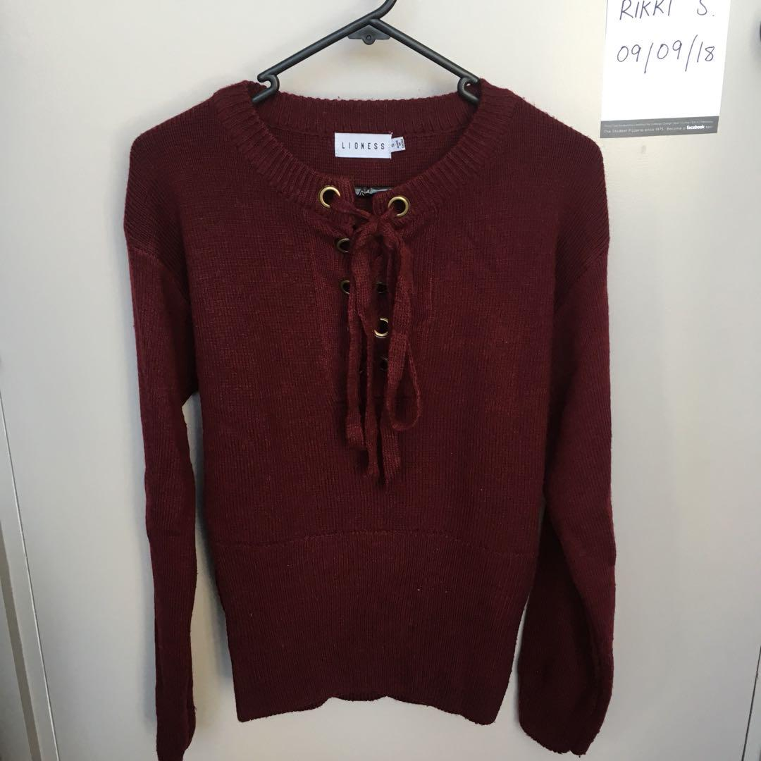 Burgundy knit sweater || size S