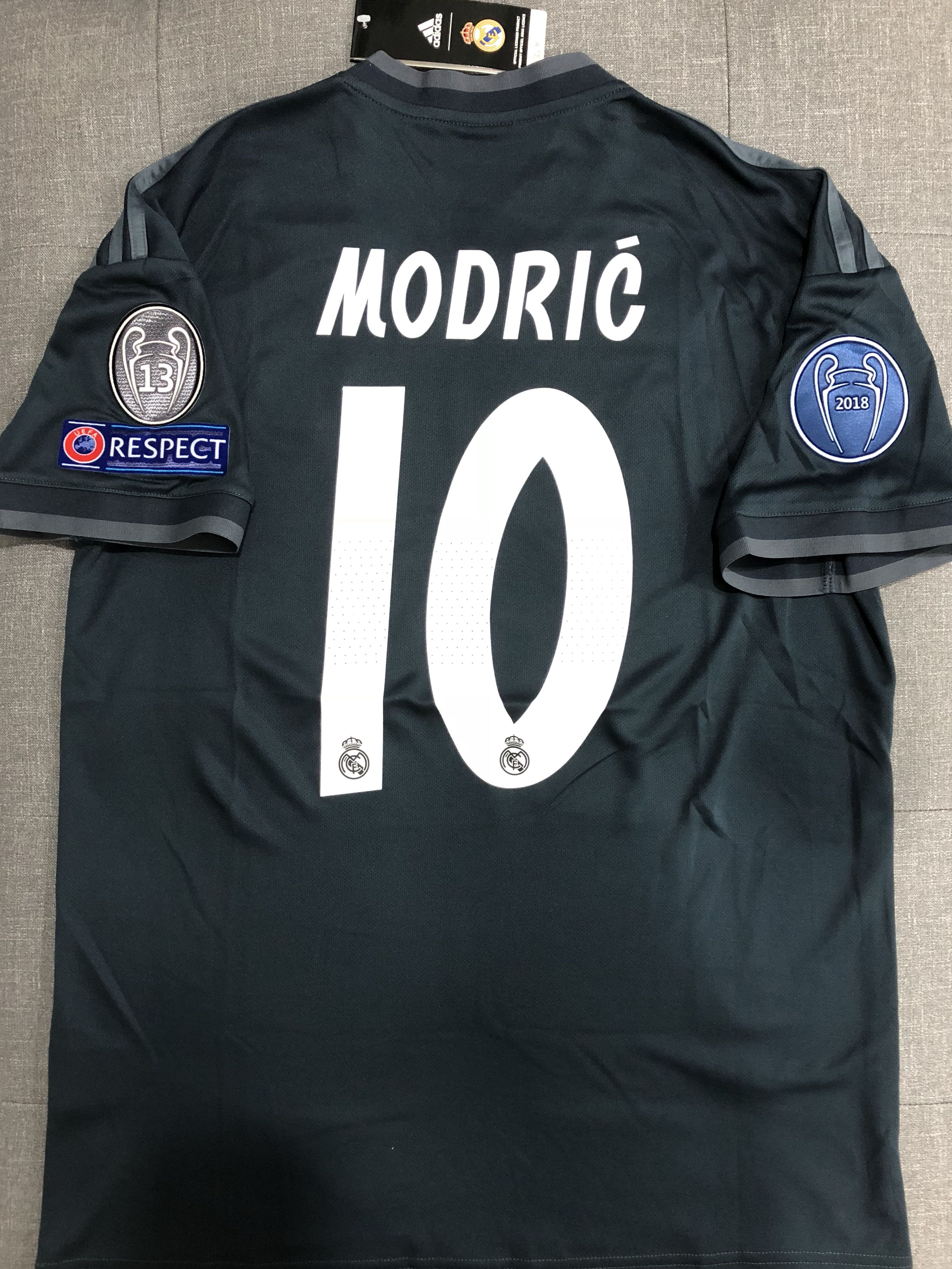buy popular e35dc 3a40b In Stock: Real Madrid Away Modric Jersey, Sports, Sports ...
