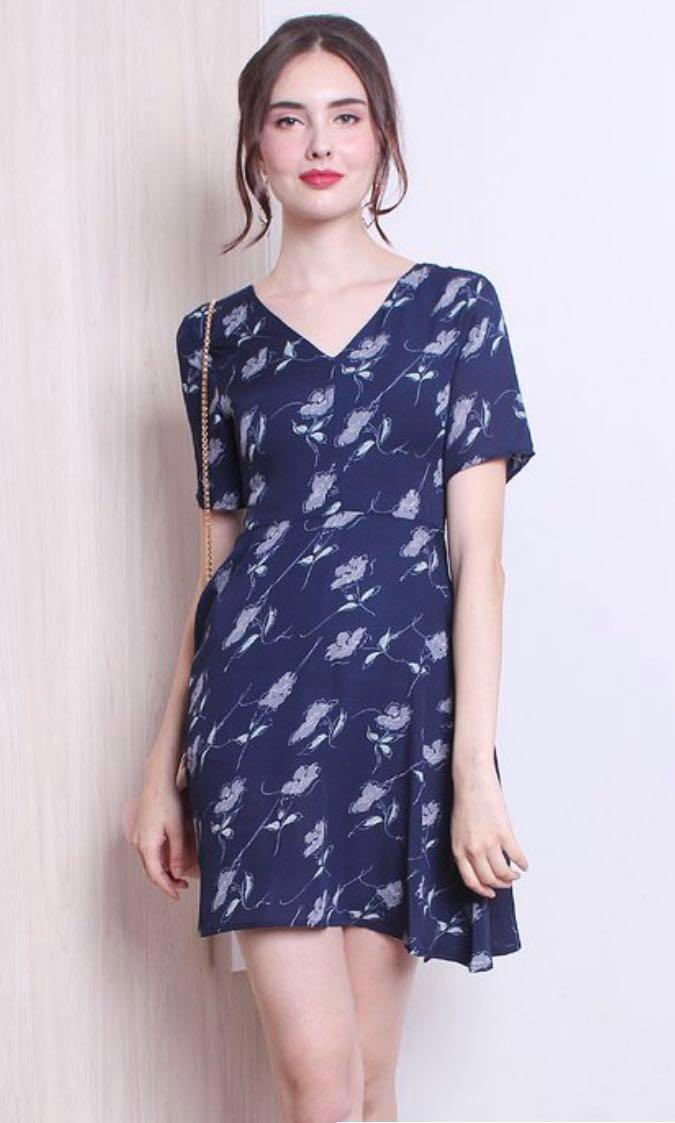 6dff5fb75737 Neonmello Windsor Floral Swing Dress, Women's Fashion, Clothes ...