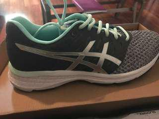 BRAND NEW ASICS RUNNING SHOES