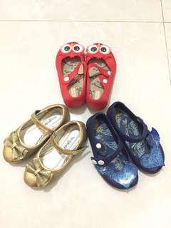 3 pasang sepatu