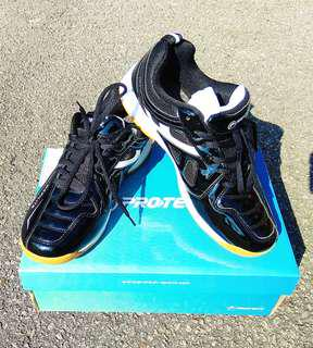 Kasut Badminton Protech Maxilite Black Shoes