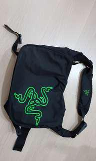 🚚 Razer Messenger Bag