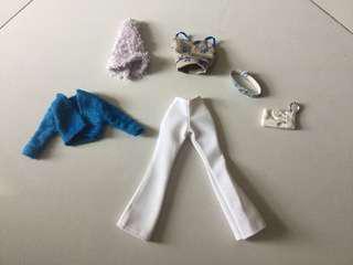 Set clothes for barbie