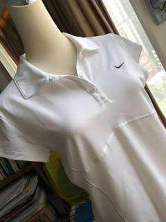 🚚 Nike 白色上衣 L號