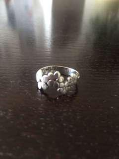 Daisy ring, sterling silver