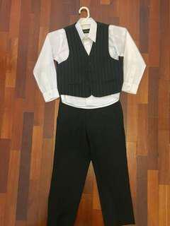 3-piece boys' formal attire. Suitable for 5-6yo. Very good condition #UNDER90